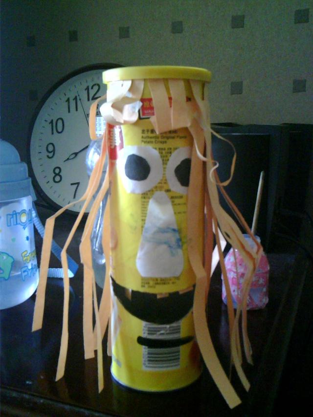昨天下午用薯片筒给宝宝做了一个娃娃
