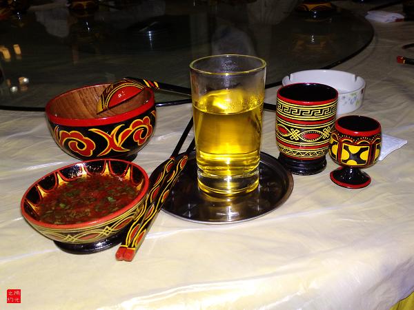 是彝族最具特色的木制漆器