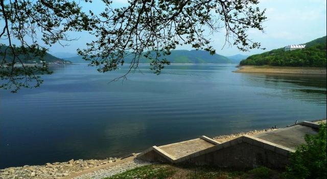 松花湖风景区主要景点有金龟岛,骆驼峰,北天山