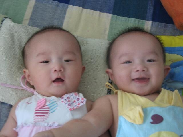 龙凤胎婴儿图片大全可爱