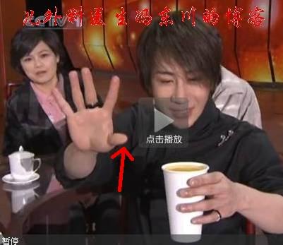 (图)刘谦是用大拇指戳开纸杯夹层的--我来破解刘谦2010纸杯橙汁魔术 - lancet19 - lancet19的博客