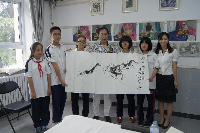 """在北京市徐悲鸿中学初中部校园举行了题为""""年轻的守望""""开学典礼暨美术"""