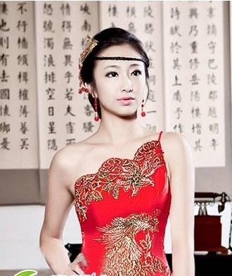 旗袍新娘发型 古典有韵味图片