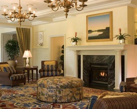 7,欧式装修风格木材常用胡桃木,樱桃木以及榉木为原料,中式则以红