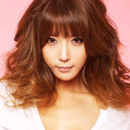 韩国女模特许允美拍大尺度性感写真 出镜扯内衣展诱惑