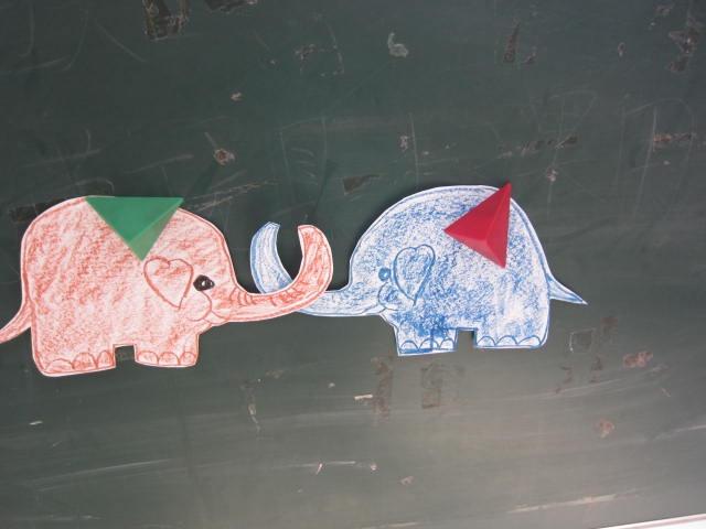 两只小象简笔画; 小脚丫