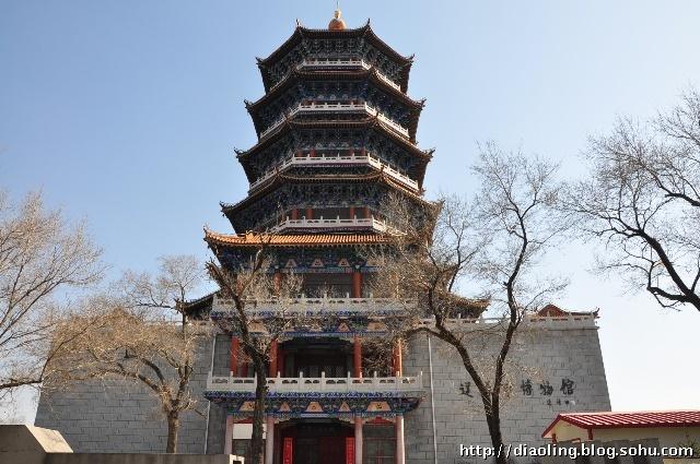坐落在辽源市风景秀丽的龙首山上,毗邻东辽河畔,高大雄伟的魁星楼是
